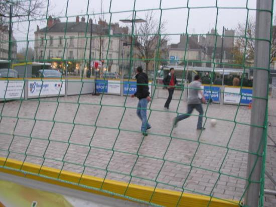 De jeunes amateurs de football