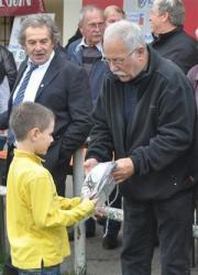 1-les-anciens-de-l-amicale-ont-offert-differents-lots-aux-jeunes-de-l-ecole-de-rugby-2les-jeune.jpg